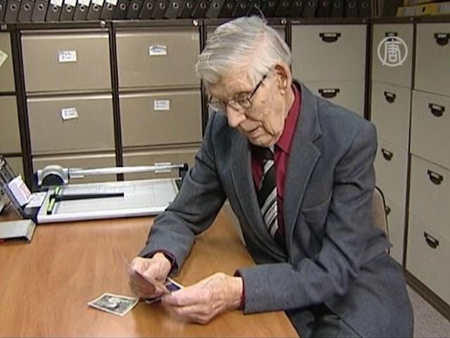 100-летний офисный работник не собирается на отдых