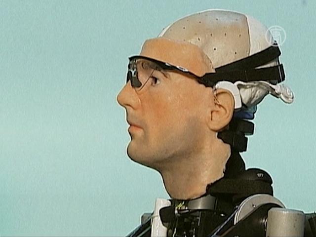 Биоробота с лицом и органами покажут публике