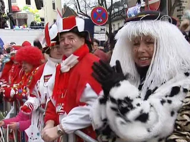 В Кёльне празднуют пик карнавального сезона
