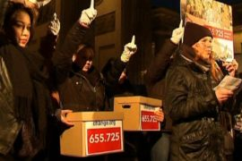 Тысячи женщин в Берлине вышли на флешмоб