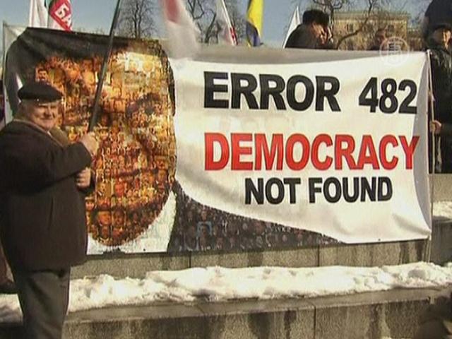 Оппозиция вышла с требованием отставки Януковича