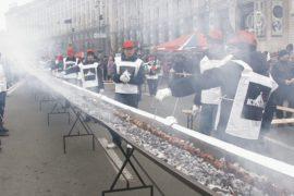 Гигантский шашлык приготовили в Киеве