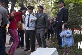 Китай: полиция избила торговку на глазах у дочери