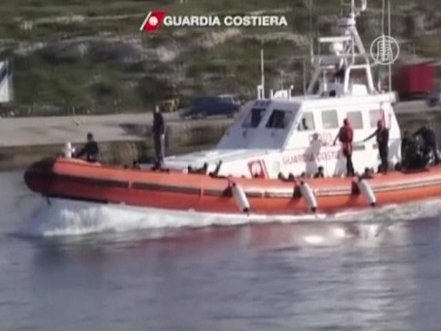 В Италию снова плывут беженцы из Африки