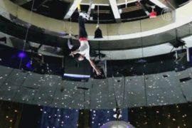 Москва: акробат упал на манеж вниз головой