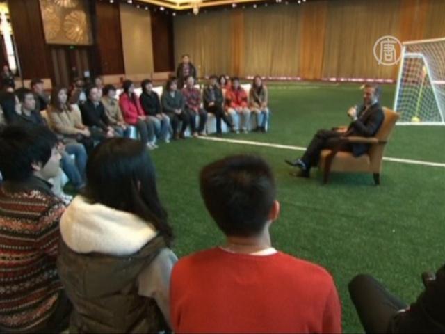 Бекхэм показал китайским студентам новую тату