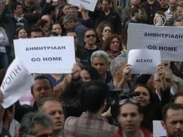 На Кипре требуют отставки главы Центробанка