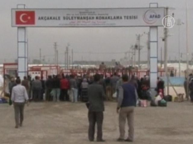 Полиция разогнала протест беженцев водометом