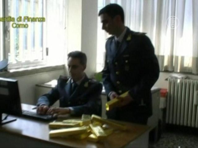 Полиция Италии нашла тайник с золотом в автомобиле