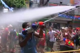 В Бангкоке вооружились водяными пистолетами