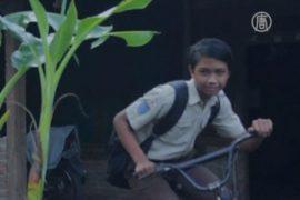 Индонезийская «мама» забирает детей с улиц