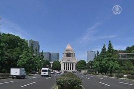 Премьер-министр Японии хочет переписать историю
