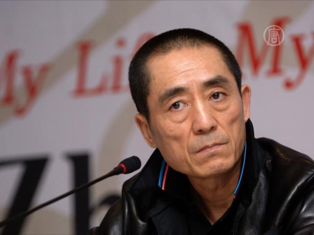 Известного режиссера КНР могут наказать за 7 детей