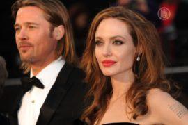 Джоли удалила молочные железы, опасаясь рака