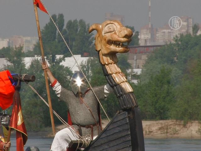 Уникальная древнерусская ладья приплыла в Киев