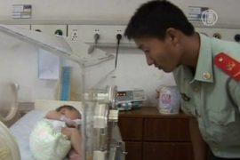 Спасенный из канализации младенец выздоравливает