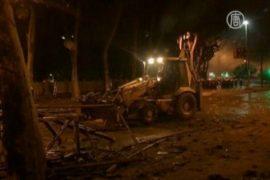 Протестующие Стамбула угнали экскаватор