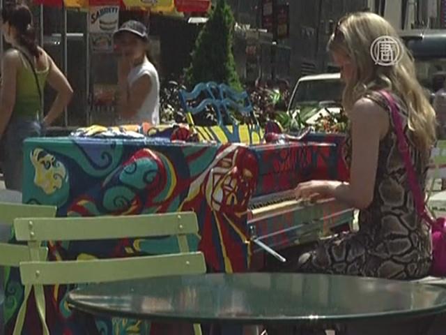 На улицах Нью-Йорка появились пианино