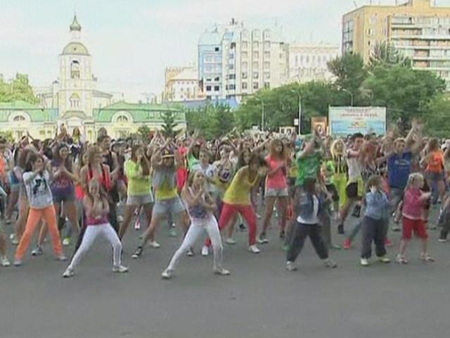 1000 москвичей станцевали под Gangnam Style