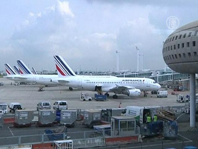 В аэропортах Франции отменена половина рейсов