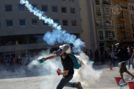 Камни и слезоточивый газ на площади Таксим