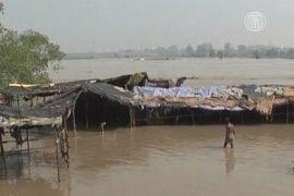 Река Ямуна грозит смыть Нью-Дели