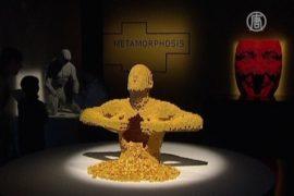 Огромные фигуры из LEGO выросли в Нью-Йорке