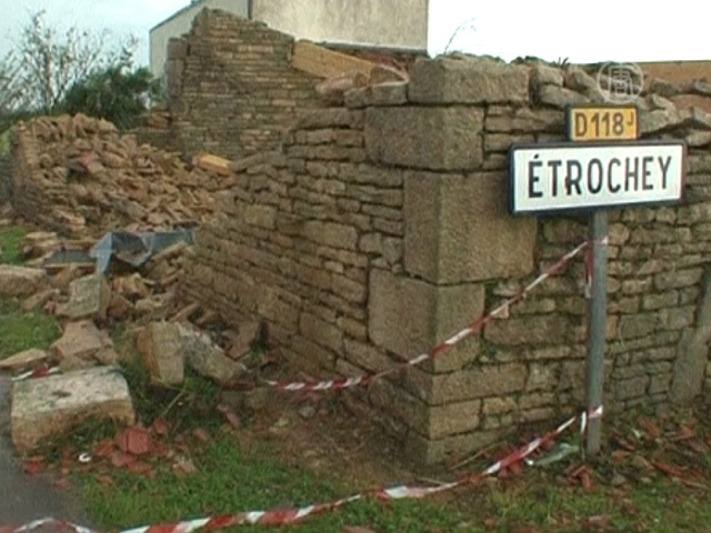 «Мини-торнадо» лишил крова десятки французов