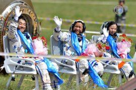 Китайские астронавты успешно приземлились