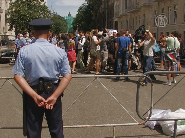 Возле Администрации президента запретили протесты