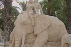 На пляже Тель-Авива выросли скульптуры из песка