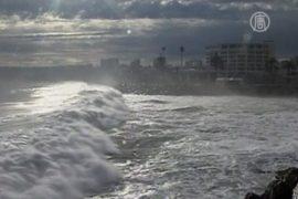 На Чили обрушились 7-метровые волны