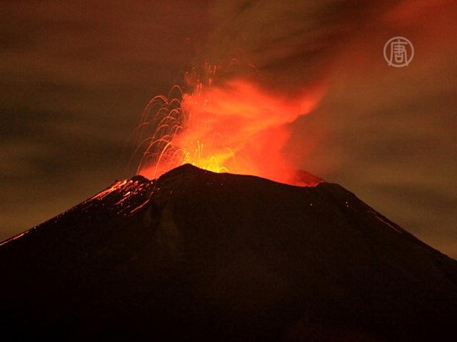 Попокатепетль разбушевался и грозит извержением