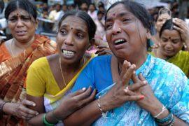 В Индии рухнула гостиница: не менее 10 погибших