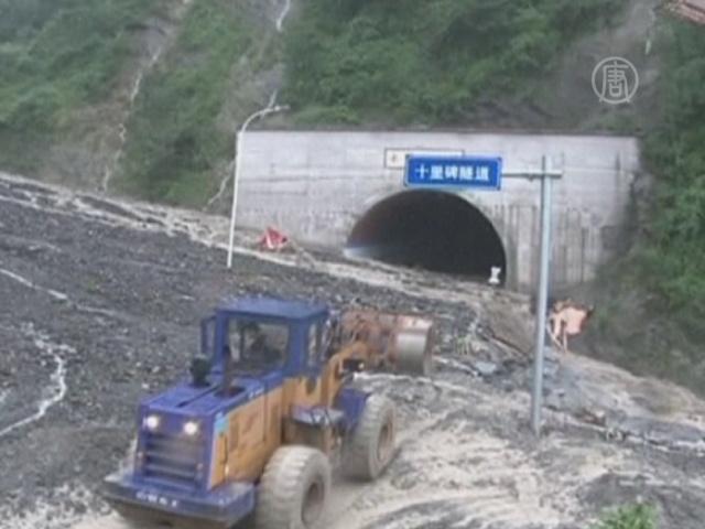 Оползни в Китае перекрыли важные трассы