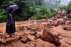 Оползни и наводнения в Китае: 18 погибших