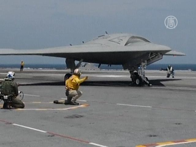 США впервые посадили беспилотник на авианосец