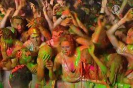 4-тысячную толпу облили краской ради рекорда