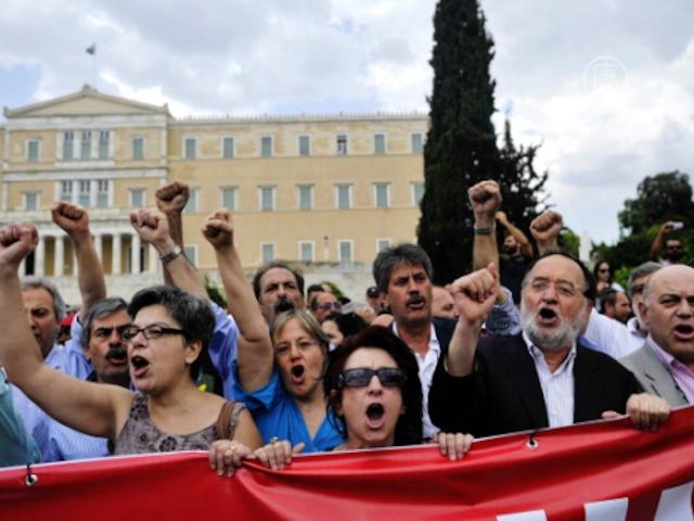 Парламент Греции одобрил тысячи увольнений