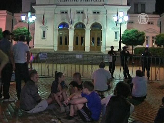 София: баррикады расчищены, политики освобождены