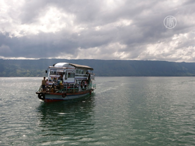 Крушение лодки в Индонезии: погибло 3 человека