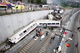 Жертв крушения поезда в Испании уже 77