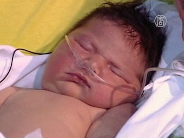 Испанка родила ребенка на 6,2 кг без наркоза