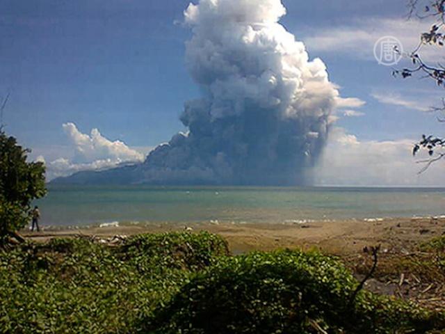 В Индонезии извергается Рокатенда, есть жертвы