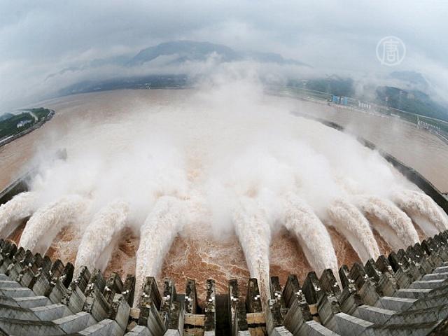 Аномальную жару в Китае вызвала дамба?