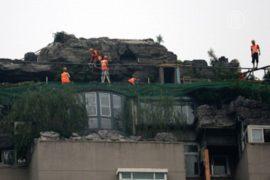 Незаконную виллу на пекинской крыше сносят