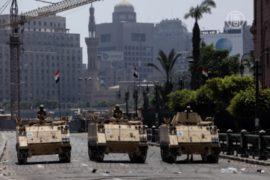 В Каире – комендантский час, продолжаются аресты