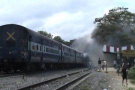 Индия: число жертв наезда поезда возросло