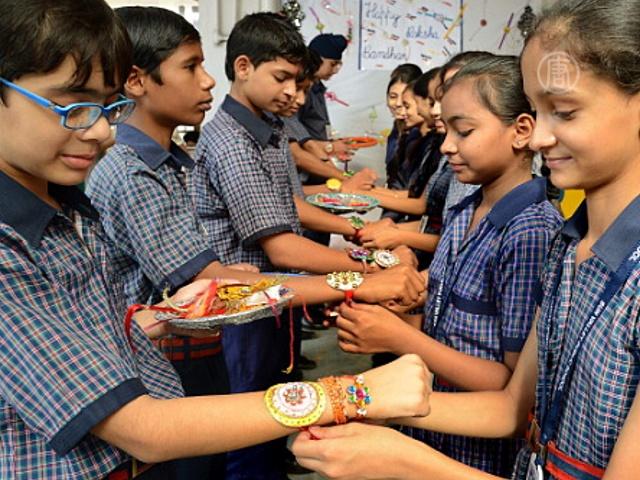 Индианки надели братьям повязки-обереги