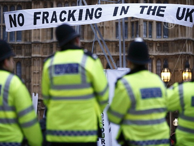 Британия: протест против бурения с гидроразрывом